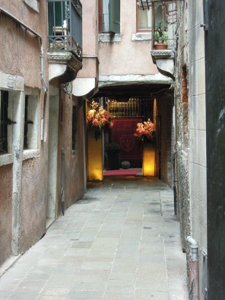 Al Ponte Antico Landside Entrance Grand Canal Venice