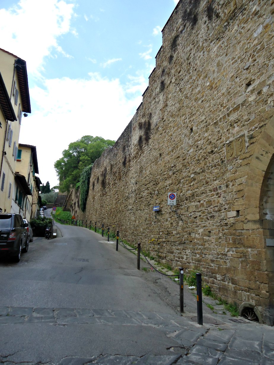 Via di Belvedere Outside the Ancient Walls