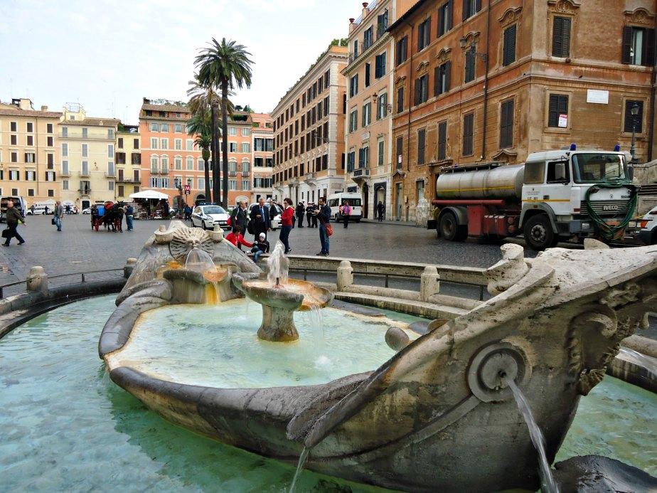 Fontana della Barcaccia & Piazza di Spagna