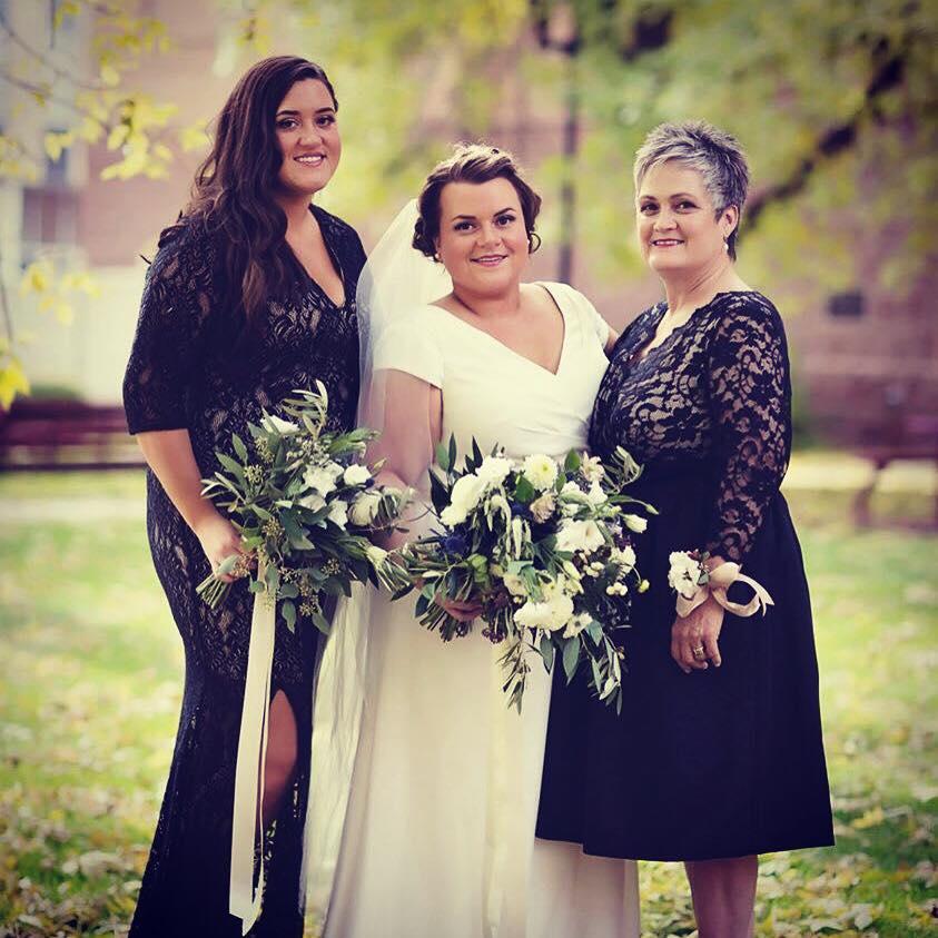 Laura_wedding_TanningCabana_Minnesota_bride