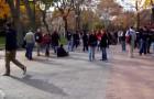 Freshmen Freeze on Locust Walk for 5 Minutes! (VIDEO)