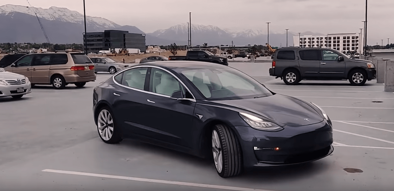 Tesla-autonomous-summon