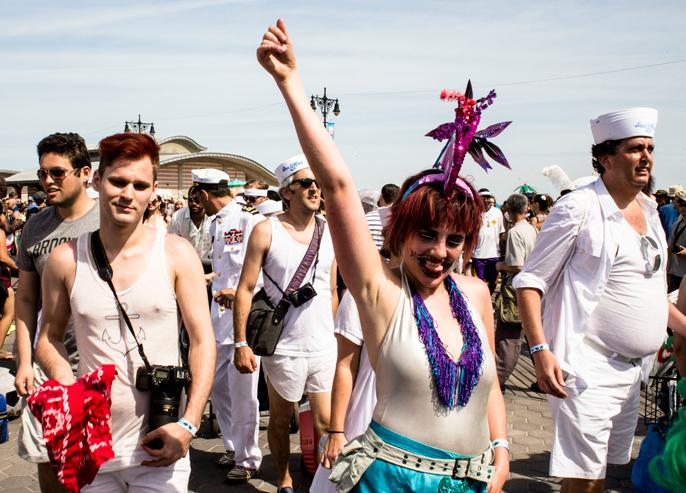 PretextSocialClub_ConeyIsland-MermaidParade-2014_photoby-CameronMcLeod_IMG15