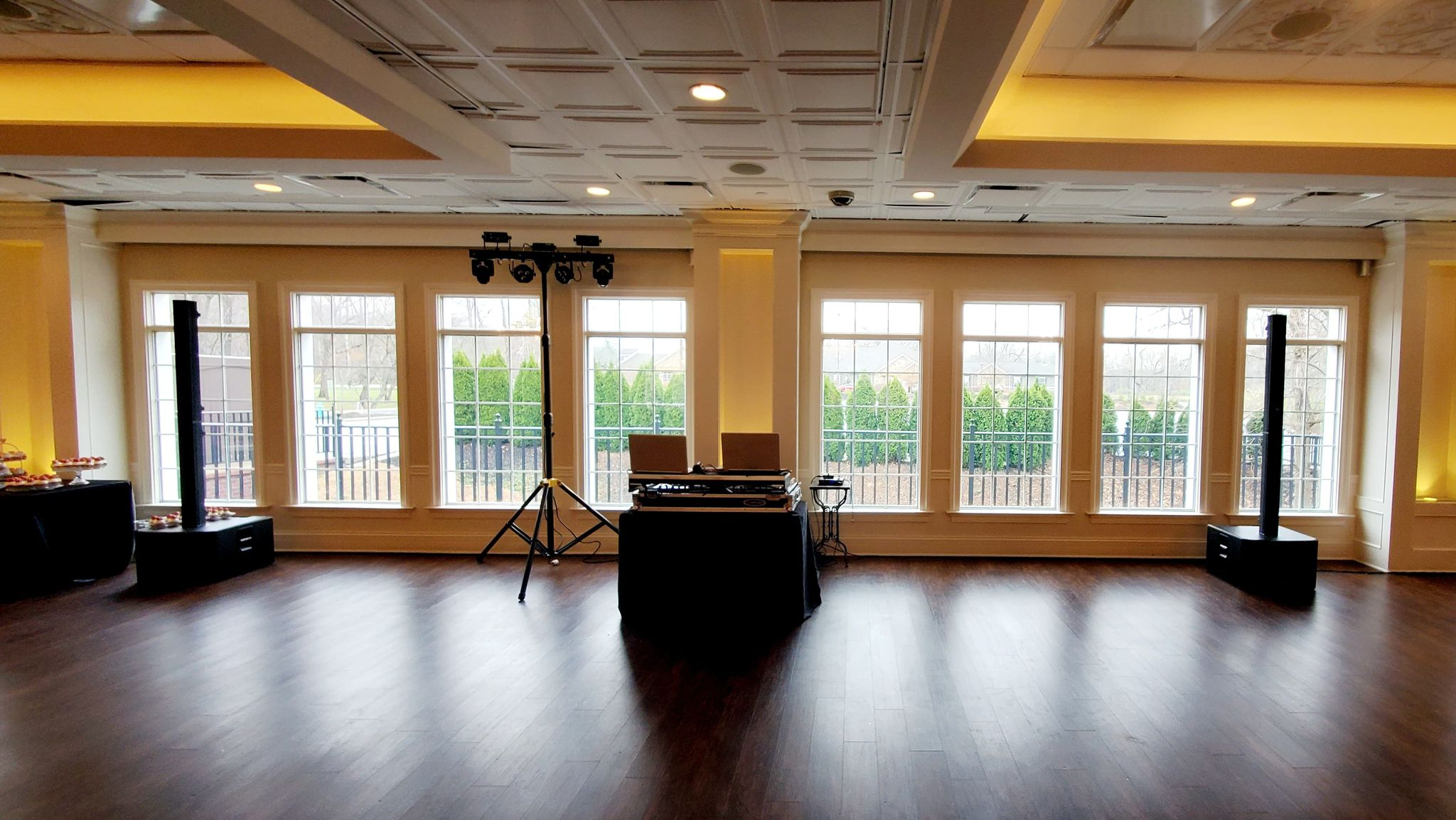 Less Is More when it comes to wedding dj set ups
