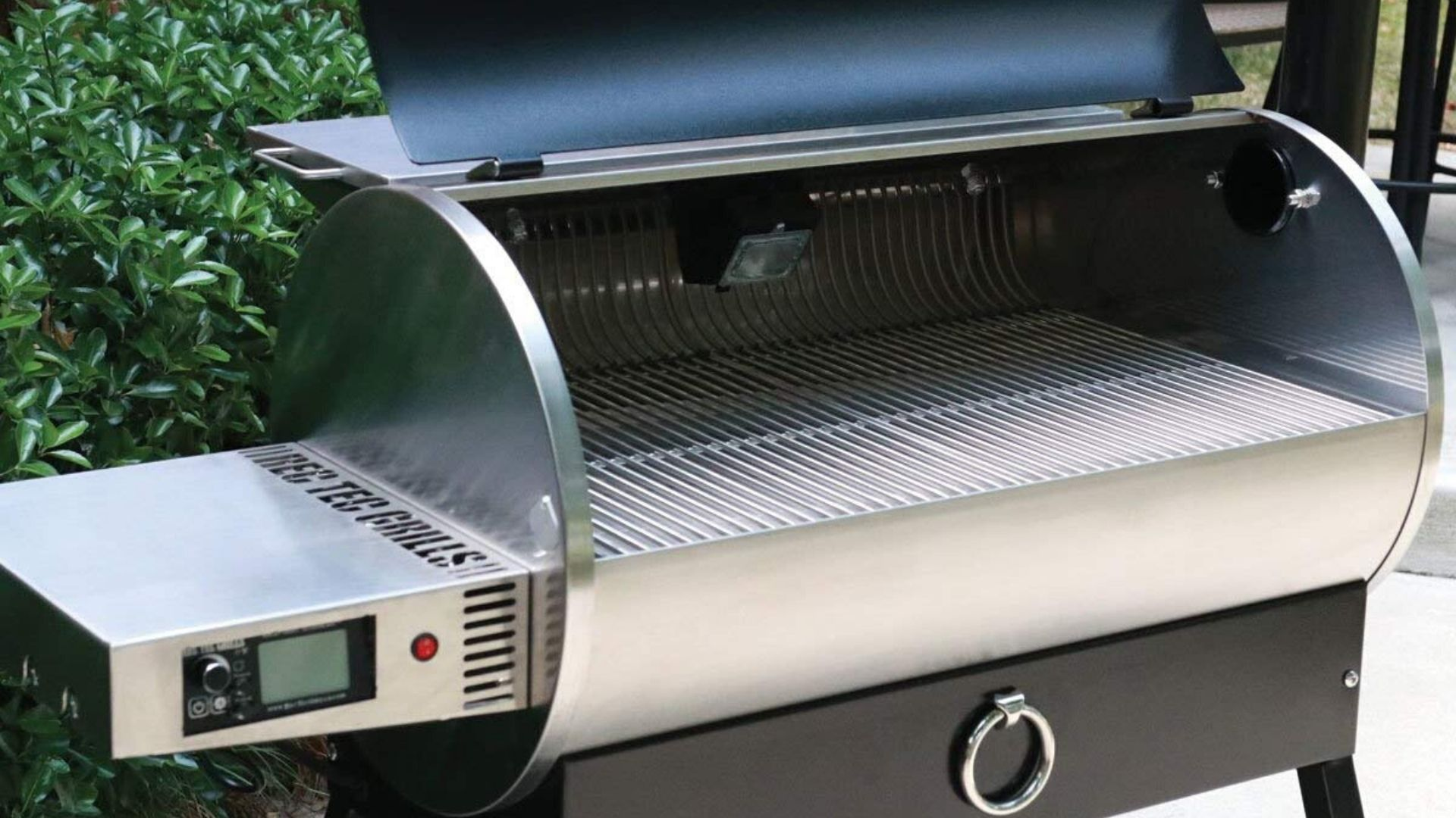 image of rec tec grills rt-700 stainless steel grates