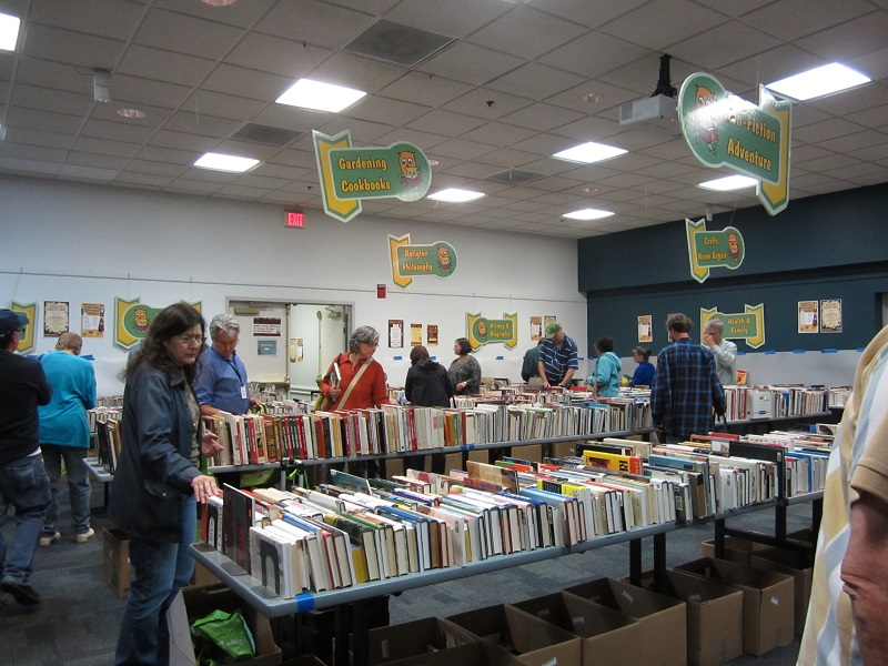 CRRL-Booksale-2014-10-17_Inside