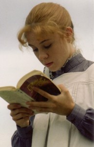 anne-of-green-gables-reading1