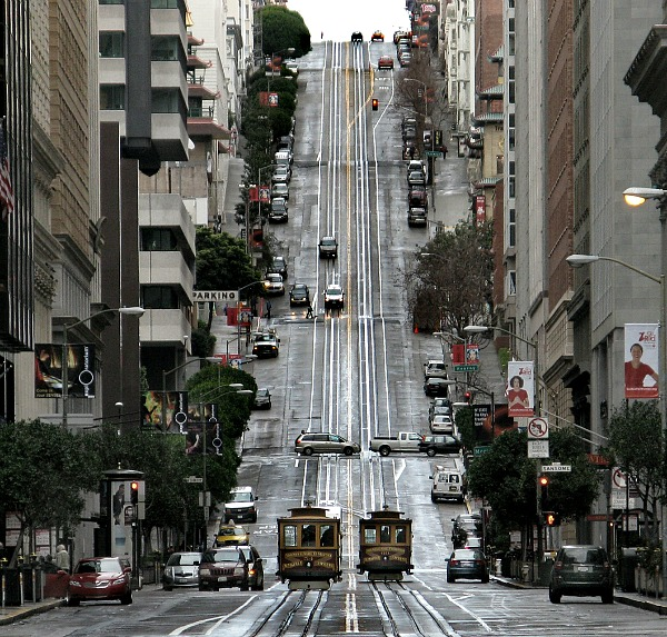 Nob Hill, San Francisco (Looking west up California Street, Nob Hill district, San Francisco) - Photo by Dave Glass (flickr.com/daveglass), February 14, 2009