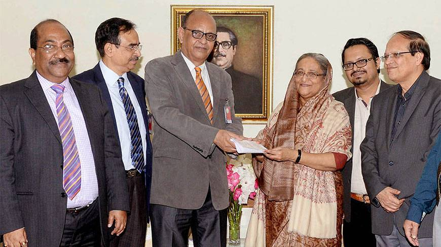 Prime Minister Sheikh Hasina hands over a donation of Tk6 crore to Shamantalal Sen, head of the burn and plastic surgery unit at Dhaka Medical College Hospital, at Ganabhaban yesterday. The donation will be used to acquire equipment to provide Hyperbaric Oxygen Therapy to patients with severe burn injuries