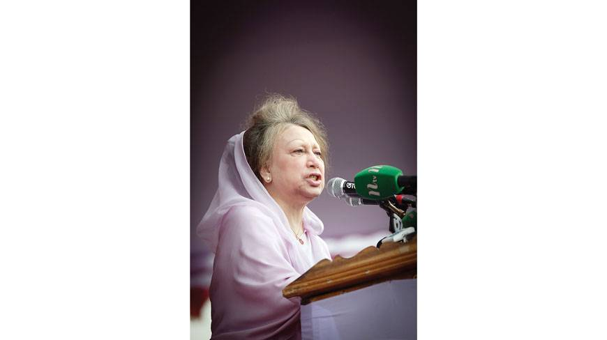 BNP Chairperson Khaleda Zia addressing a 20-party alliance public meeting held at the Kanchpur Balur Math in Narayanganj yesterday  - See more at: http://www.dhakatribune.com/politics/2014/dec/14/khaleda-we-will-not-wait-any-longer#sthash.qPEgTCnM.dpuf