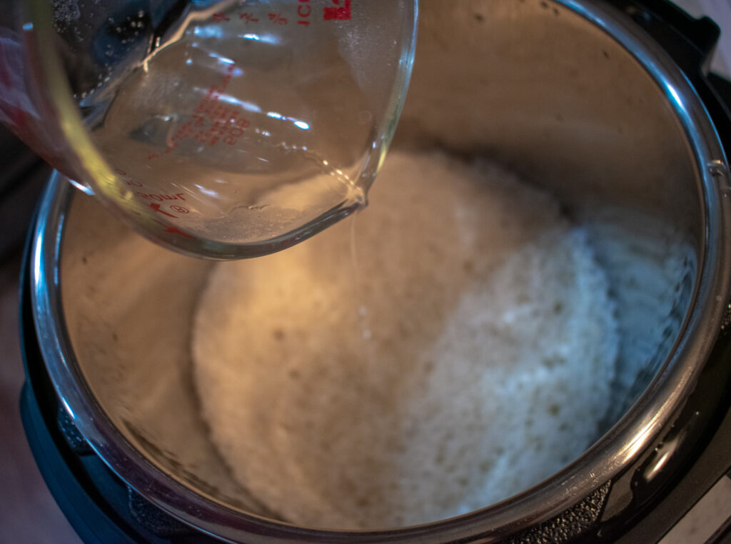 adding vinegar mix to sushi rice
