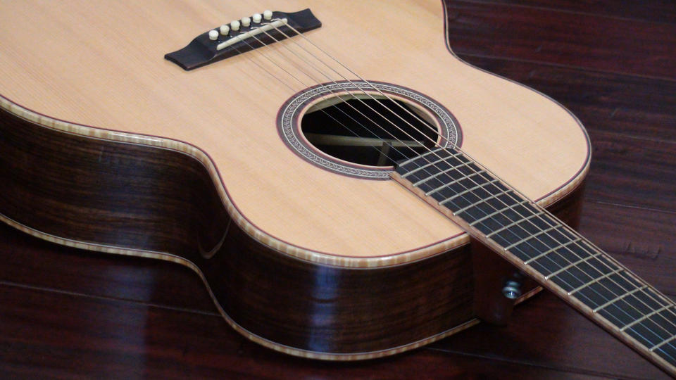 Read more about the article Five Tips to Customize Acoustic Guitars
