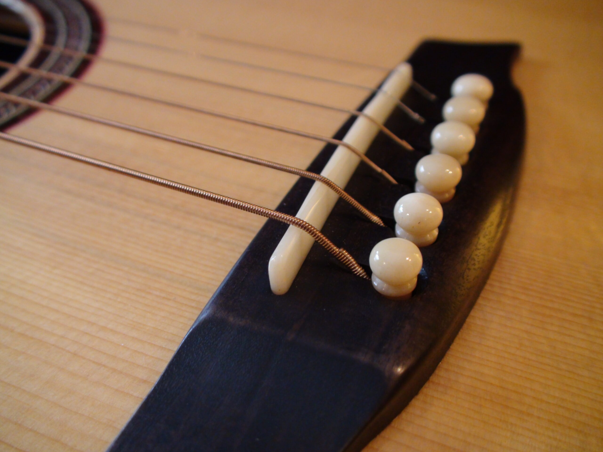 Read more about the article What Impact on Acoustic Guitar Tone Do Bridge Pins, Nut, and Saddle Have?