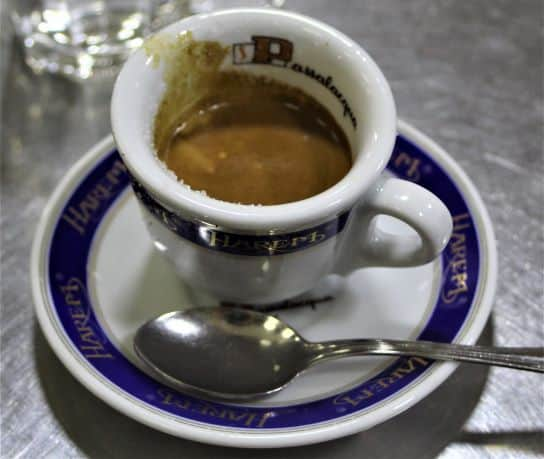 Naples' custom of sharing espresso with strangers