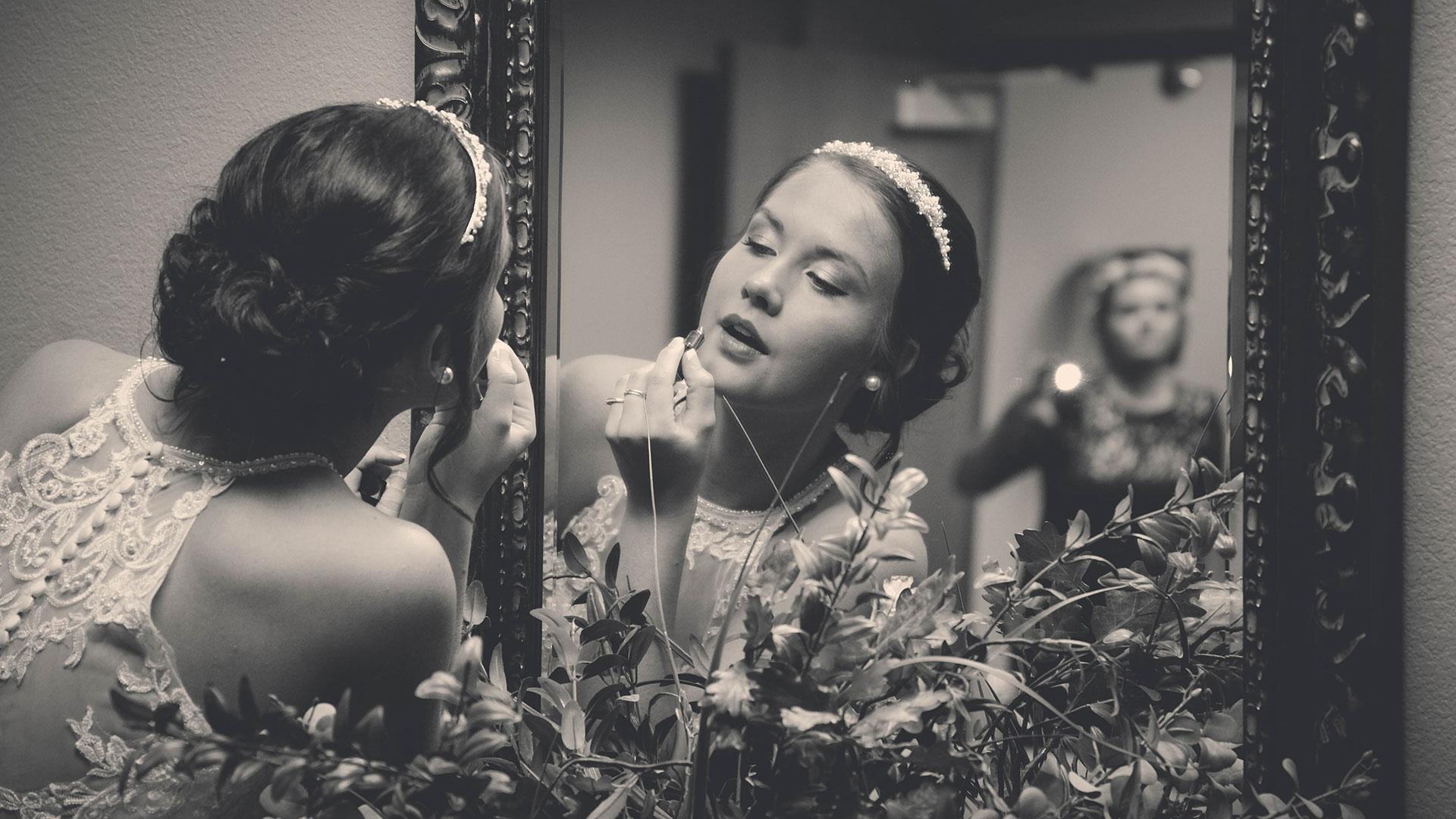 Craven-Media-Bride-With-Lipstick