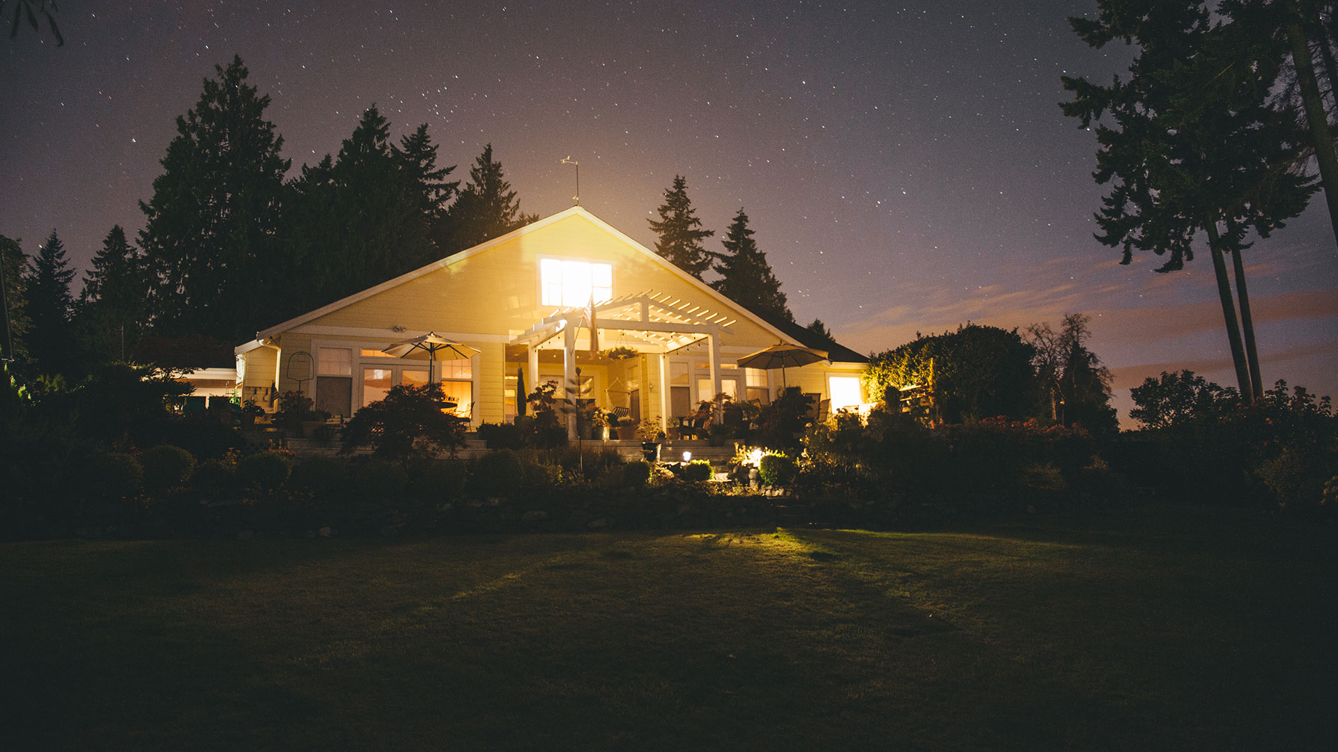 Craven-Media-House-At-Night