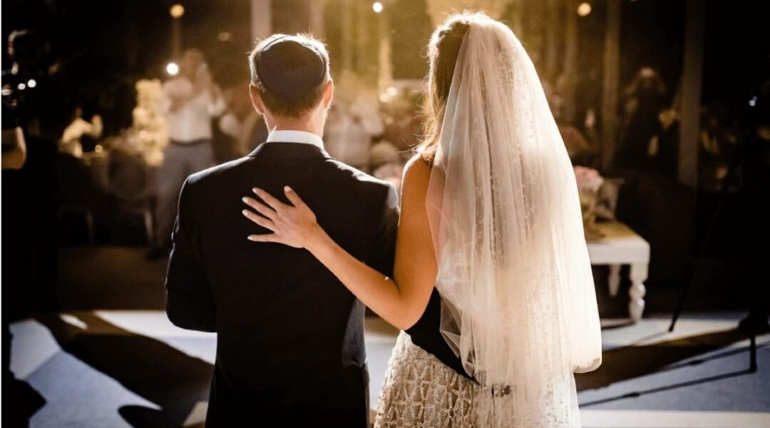 Rabbi Silverman Announces Tips to Avoid Wedding Planning Mistakes