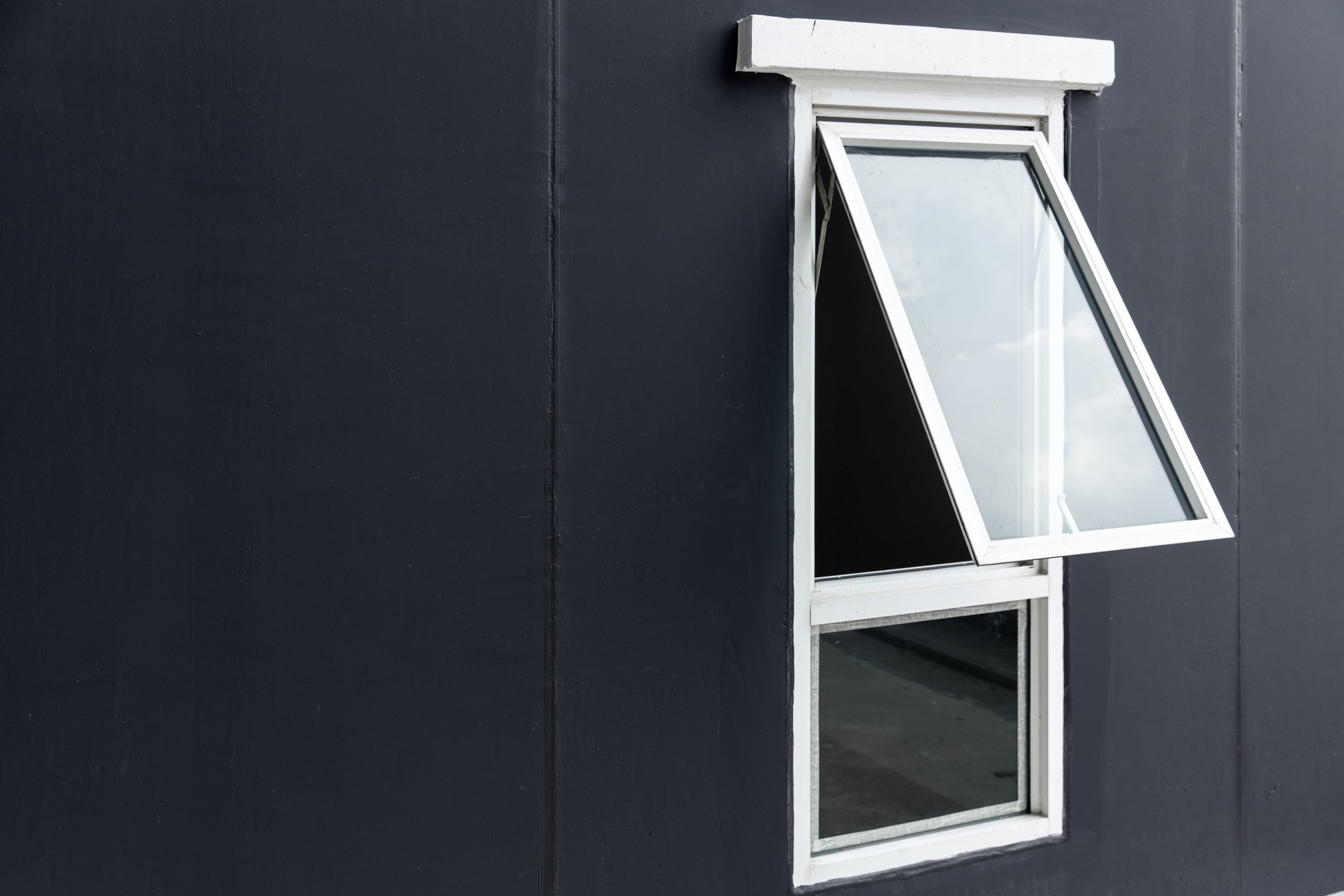 CASEMENT IMPACT WINDOW