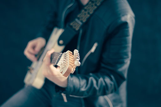 7 Top Guitar Posture Mistakes And How To Avoid Them