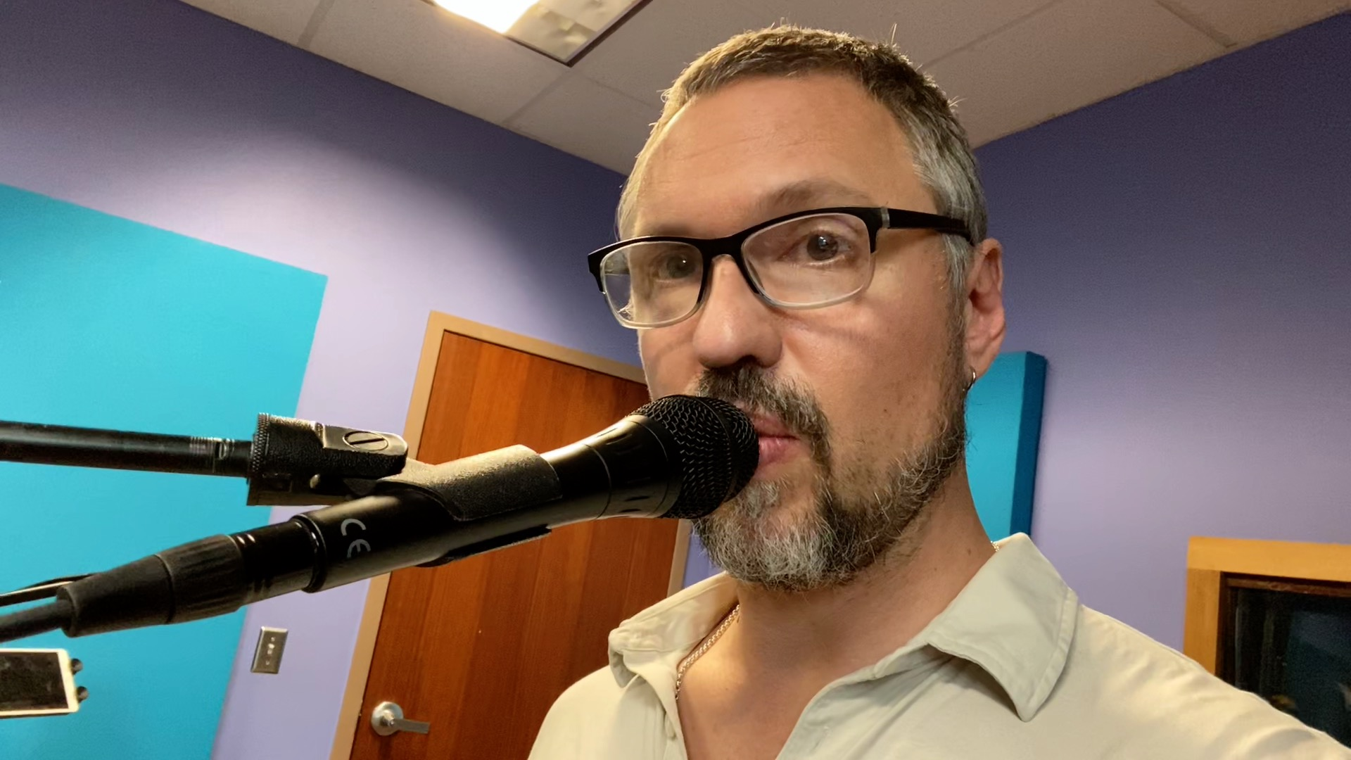 Comparing the Shure Beta87a and 87a Condenser Microphones