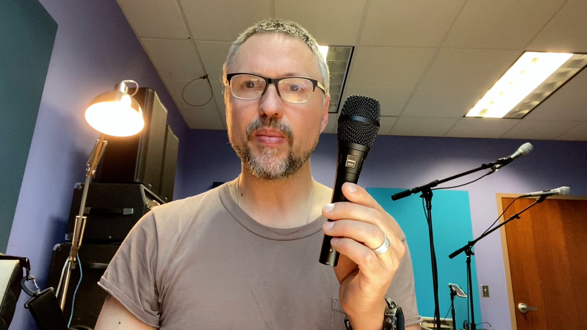 Unboxing the Shure SM57a