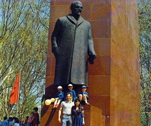 1_budapest_statue_big