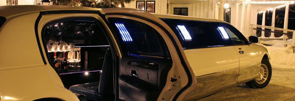 8 passenger stretch limo in white - Florida