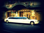10 Passenger White Lincoln Limousine Stretch Sedan