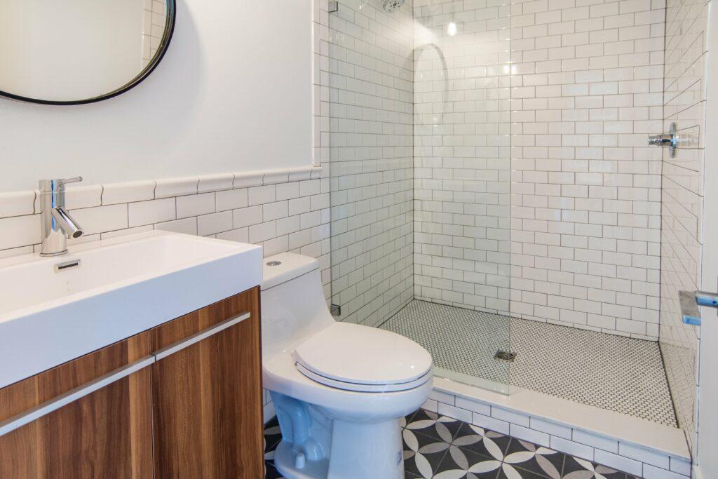 sun-bay-builders-546-rafael-blvd-ne-saint-print-015-14-bathroom-downstairs-4200×2800-300dpi