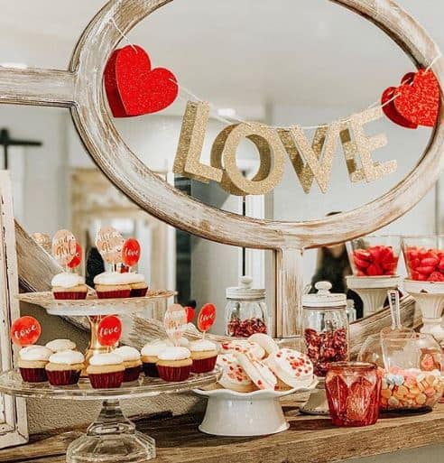 16 Romantic Valentine S Day Decoration Ideas 2021 The Trendy Planet