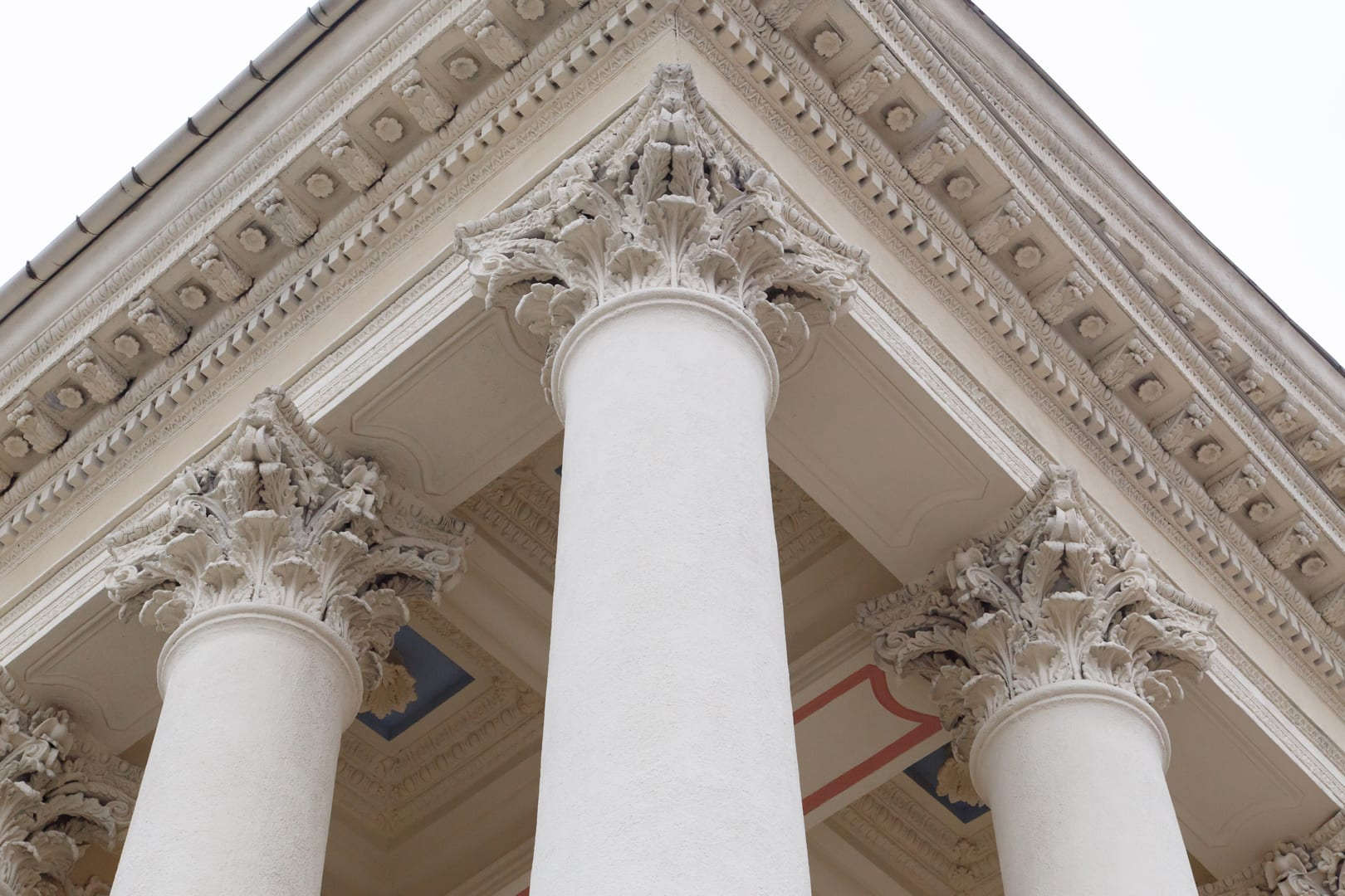 classical-pillars-with-portico-detail-PTGR5MX