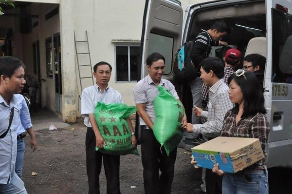 gạo từ thiện