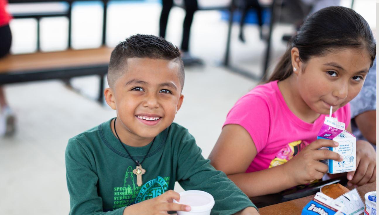 Las familias de Texas reciben dinero extra para alimentar a los niños