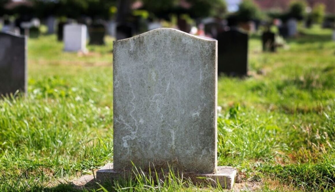 A picture of headstone in cemetery