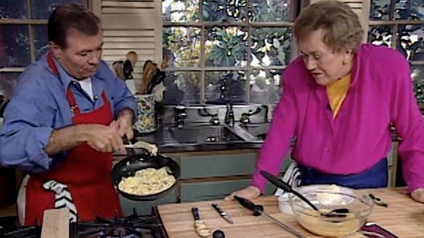 Jacques and Julia make eggs
