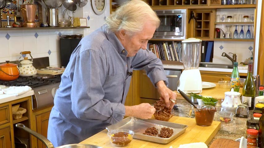 Jacques Pépin makes chocolate with crispy flakes