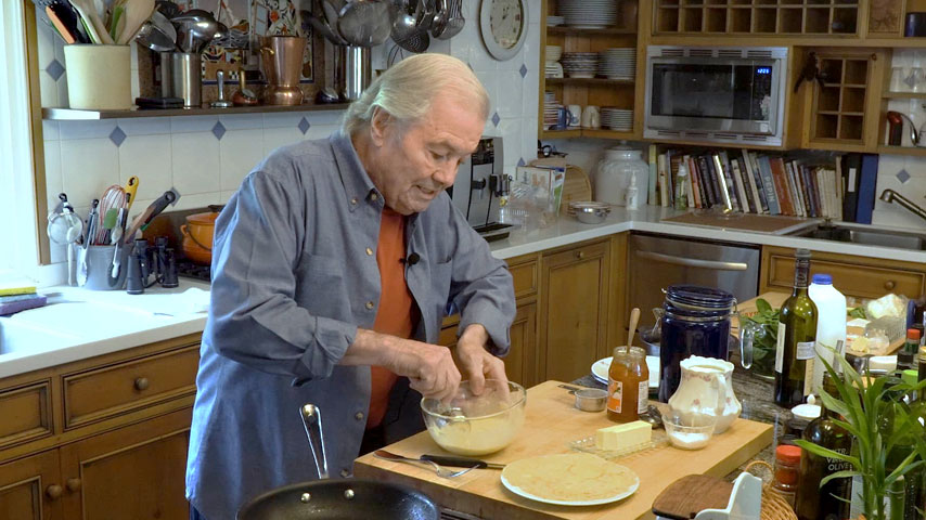 Jacques Pépin makes crepes