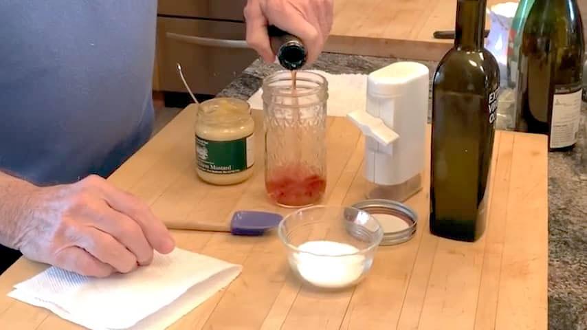 Jacques Pépin creates a basic French vinaigrette