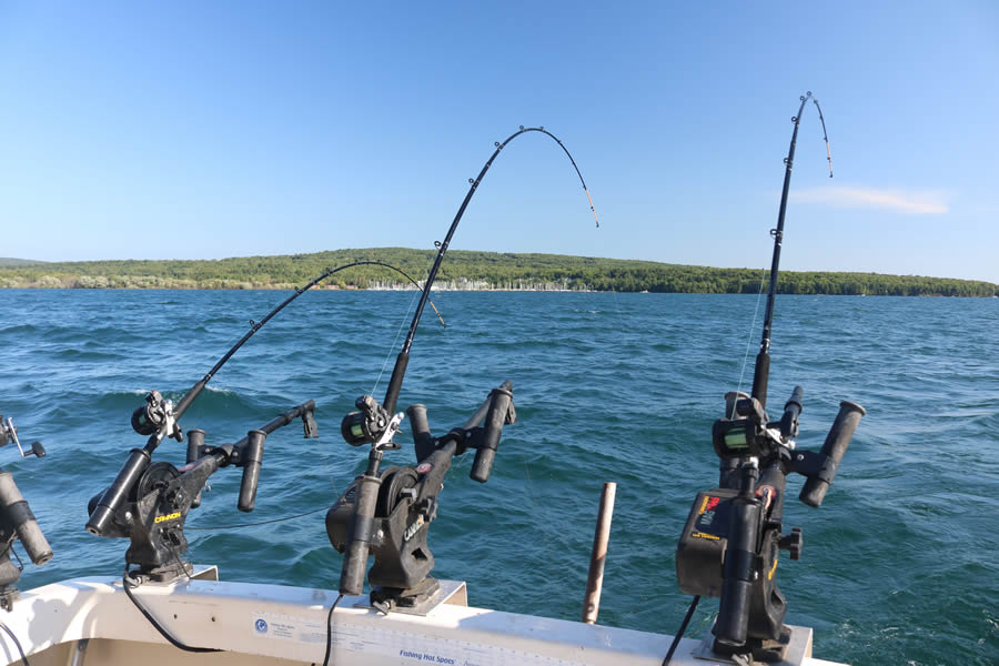 gull-wing-charter-service-fishing-in-chequamegon-bay