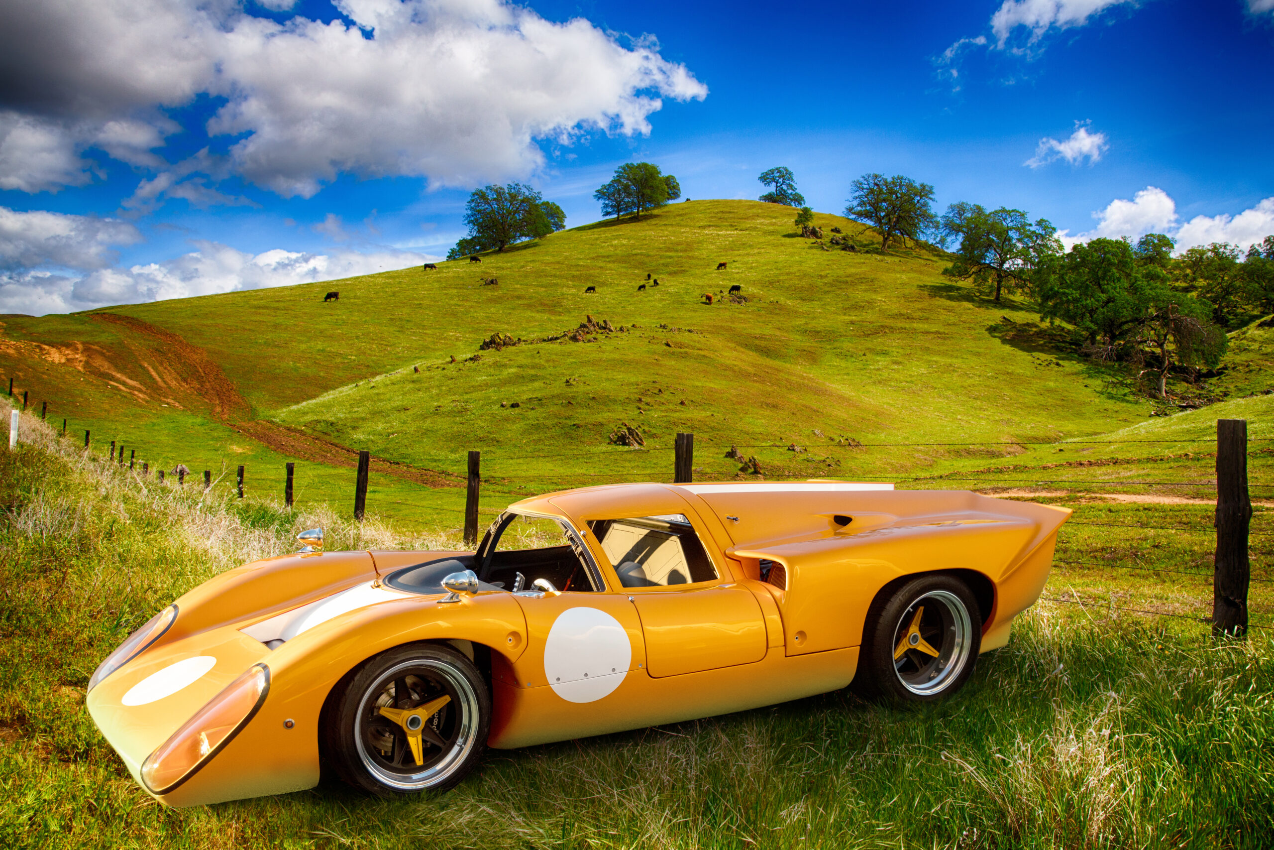 Jack T70 Lola orange car