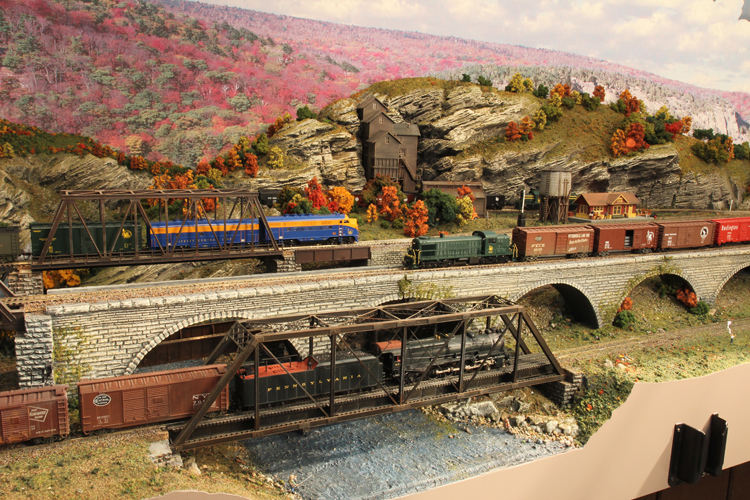 HUDSON DELAWARE AND LEHIGH -- TRAINS, BRIDGES AND THE COAL MINE