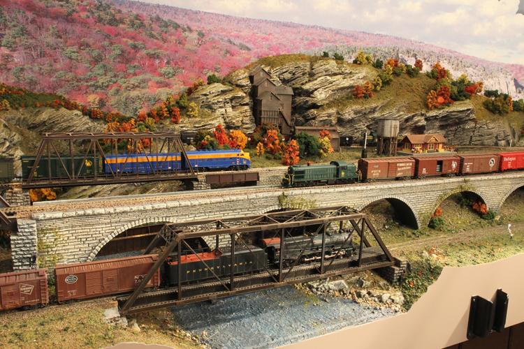 HUDSON DELAWARE AND LEHIGH -- TRAINS, BRIDGES AND THE COAL MINE