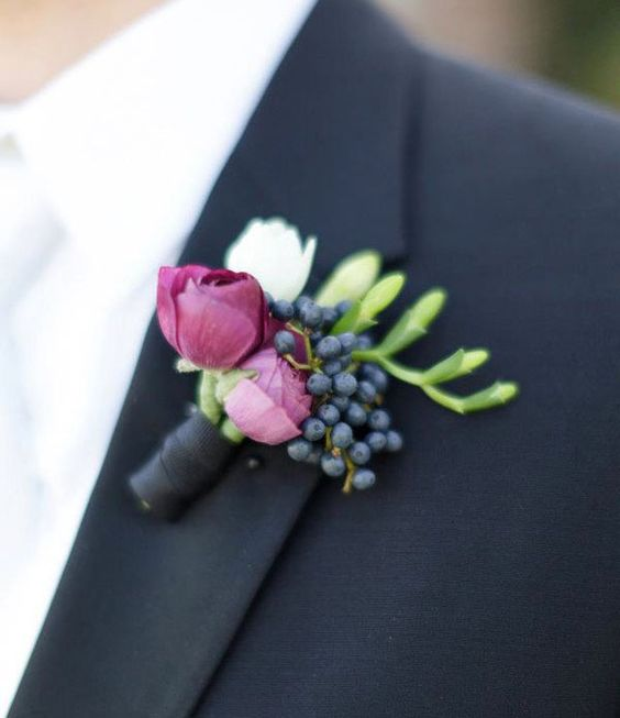 Cómo elegir el boutonniere del novio para la boda