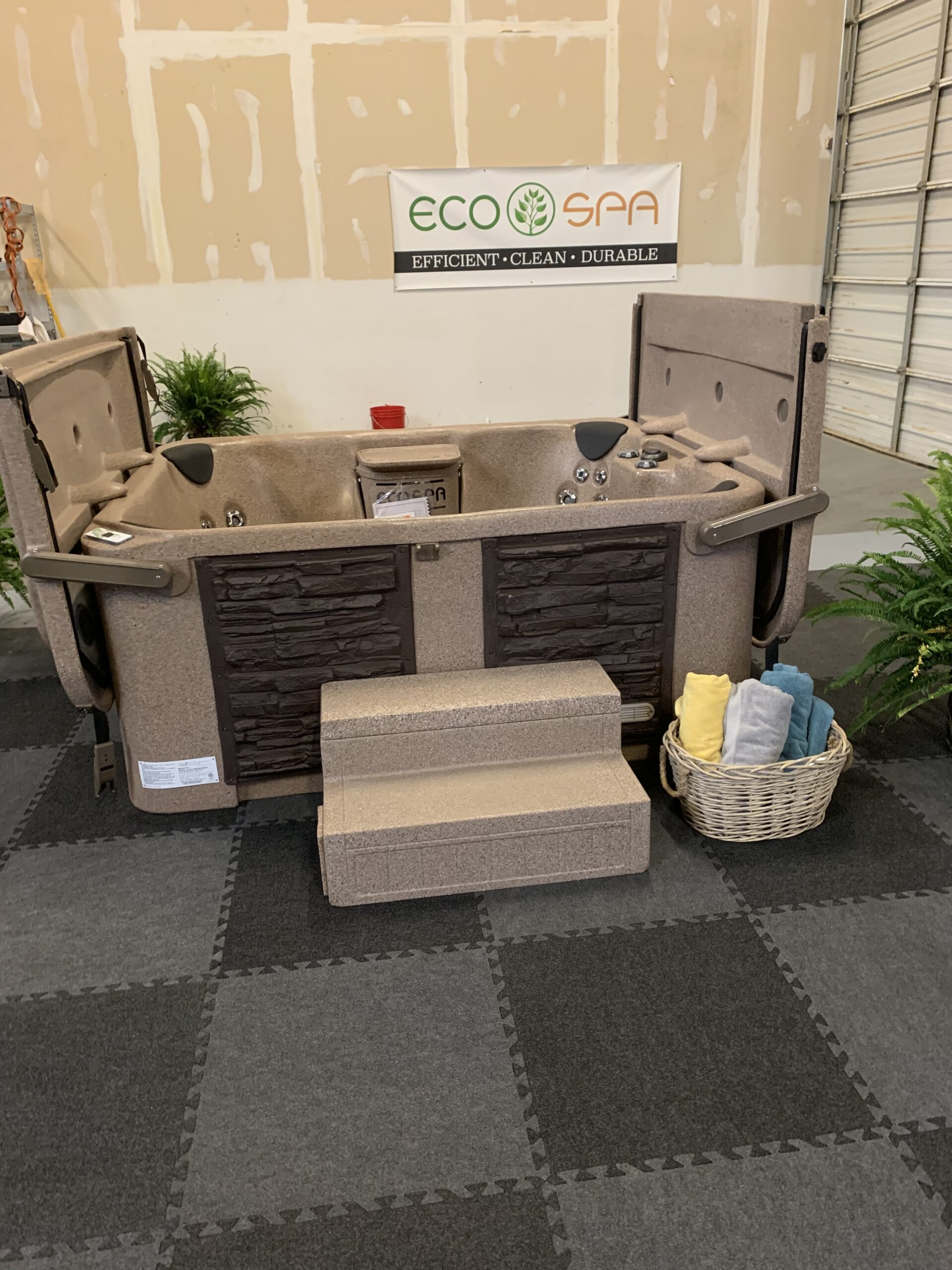 Southern Spa Outlet Show Display Riverchase Mall Galleria Home and Garden Show 2020