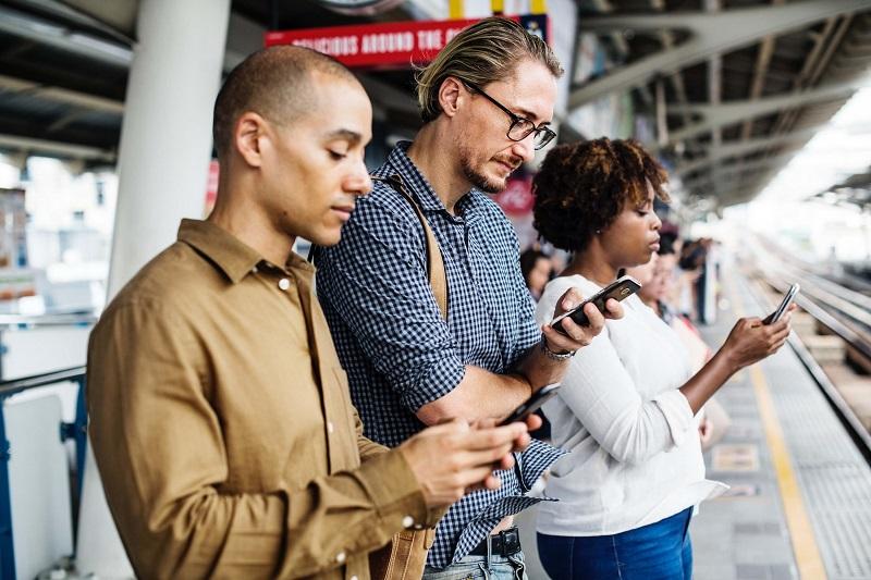 marketing, people on phones