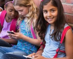 Girls-on-their-smartphones