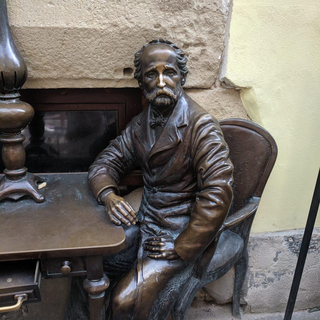 The sculpture of Jan Zieg, one of two creators of the kerosene lamp