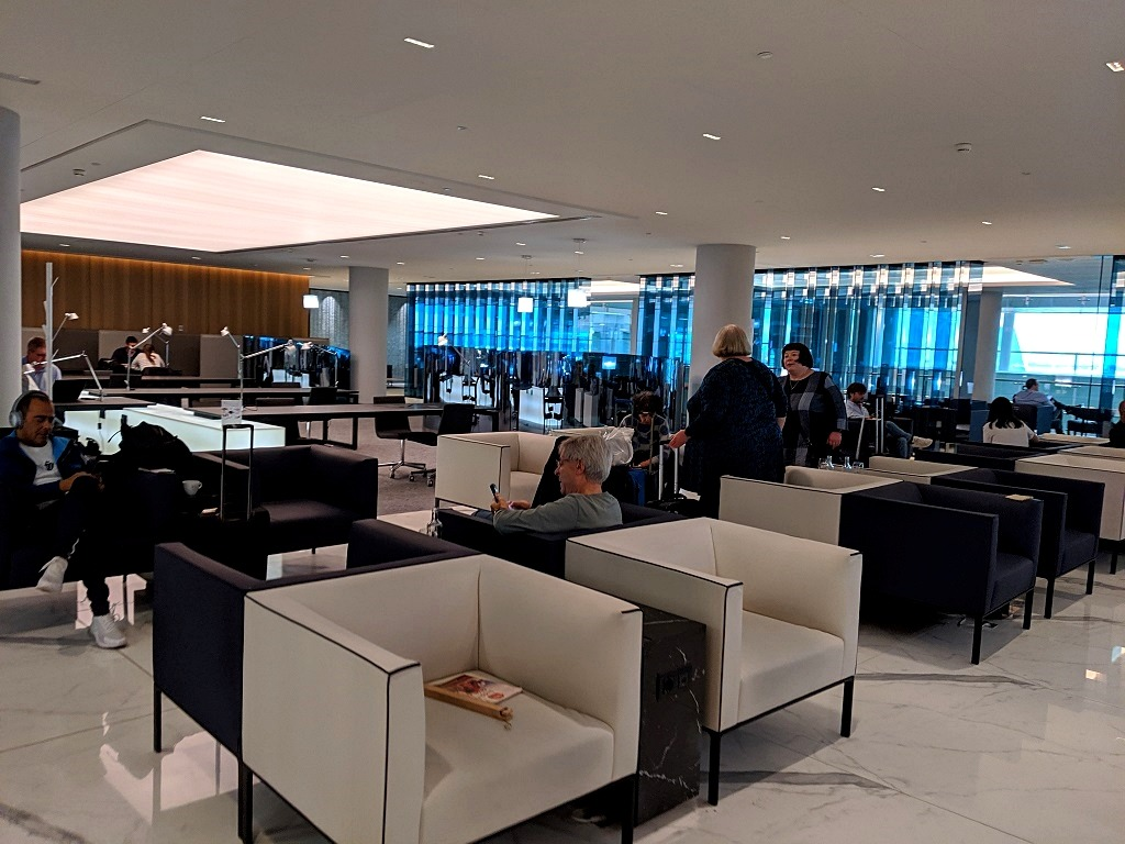 barcelona-airport-lounge-joan-miro-review