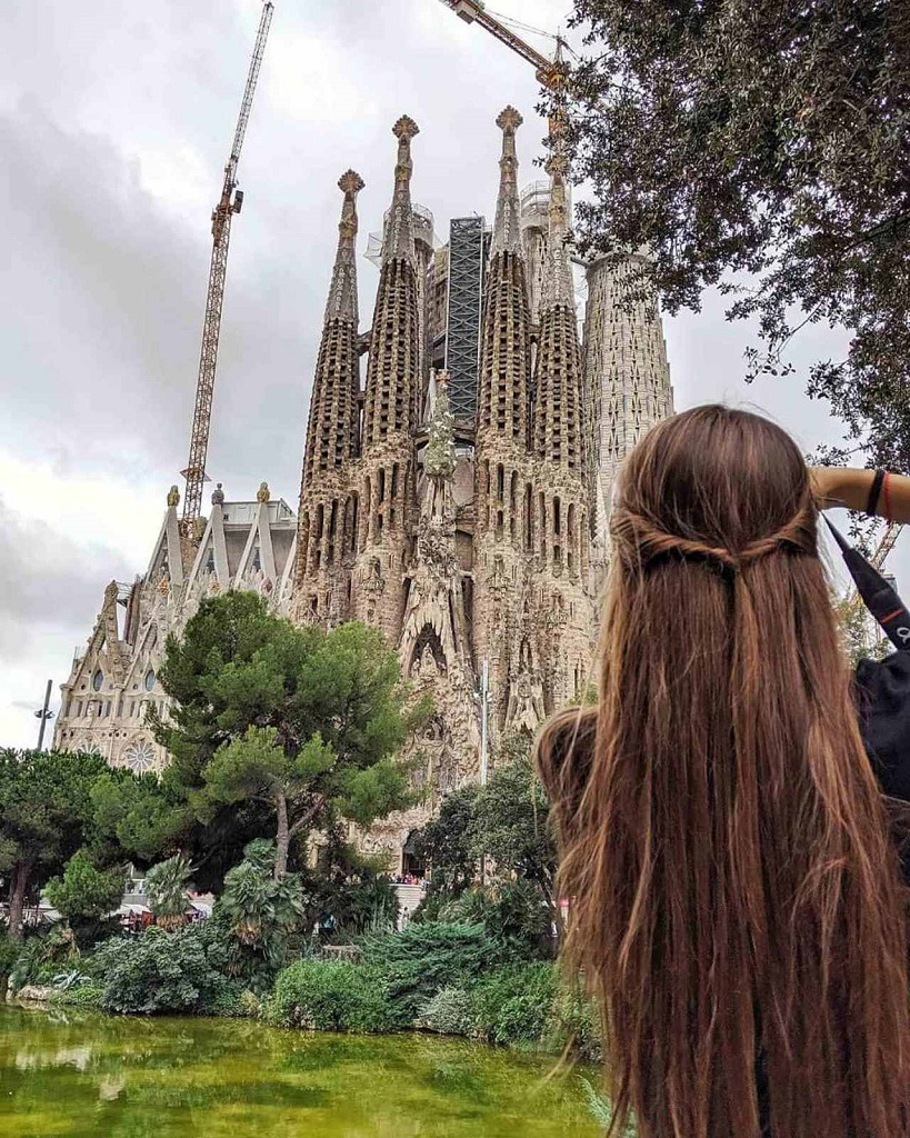 6-must-see-gaudi-buildings