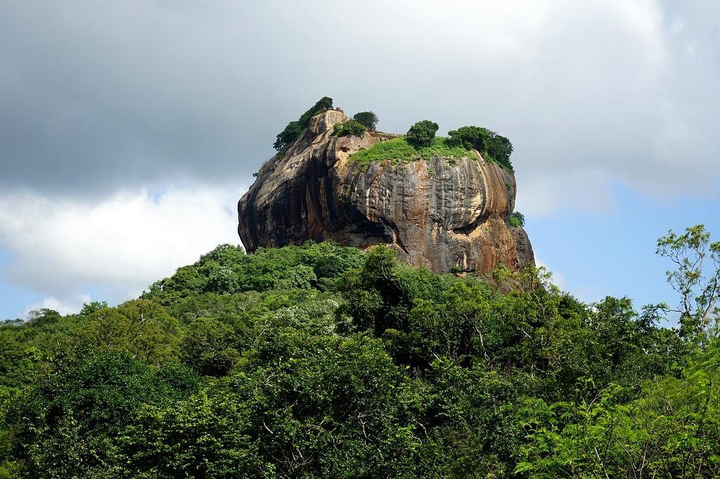 hiking-pidurangala